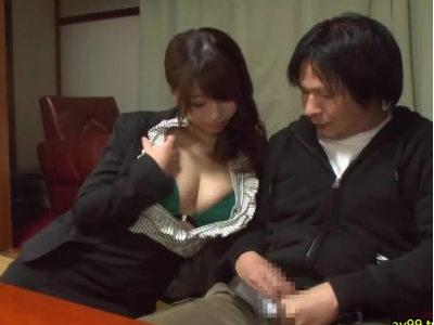「ねぇ…おちんちん出して…」男を喰うために温泉旅館に来た露出痴女 初美沙希