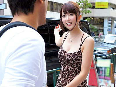 超絶カワイイセクシー女優に逆ナンパされパイズリフェラや手コキにたえられると膣内射精できる