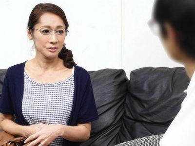 「童貞頂きますね♥」五十路のおばさんメガネの講師に童貞を奪われちゃった