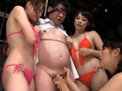 「あぁ〜ん♡気持ち良さそうな顔してるわね〜♡」変態水着の美女3人がM男拘束イジメ!