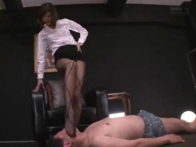 ドMで変態な校長先生を美脚で足コキする痴女教師 神波多一花