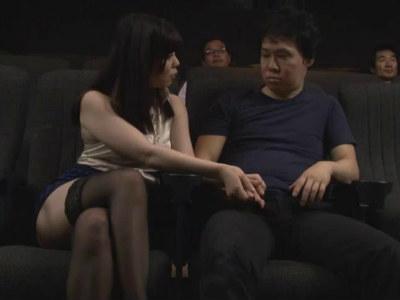隣に座ったお姉さんが映画館に男を漁りに来た変態痴女だった 白井まい