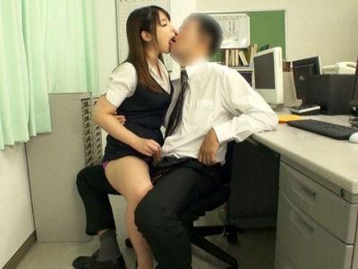 「会社でこんなことしていいのかな」オフィスの中でOLに淫語手コキされる/バイノーラル 桜ちなみ 川村まや