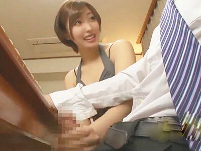 『ふふふ…ぉ姉ちゃんにバレちゃうよ~www』嫁の痴女な妹に食事中に焦らし寸止め手コキされる夫