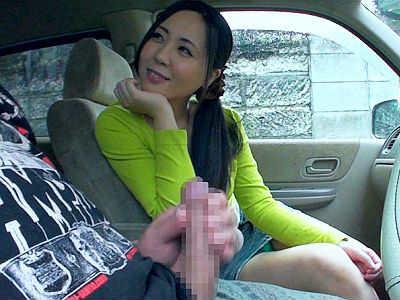 【センズリ鑑賞】『ねぇ、舐めたくなっちゃった♥』熟女に勃起チンポを見せてみたら興奮しだした!