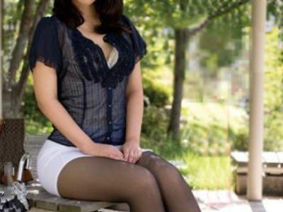 清楚なのにどこかエロい雰囲気の隣の美人お姉さんのパンストフェチセックス 小口田桂子