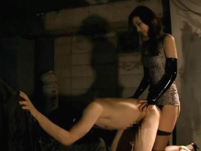 女王様にたっぷり指でアナル拡張されペニバンで犯されメスイキしまくるM男