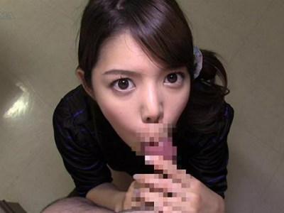 フェラから太ももコキ素股でチンポを弄ぶミニスカお姉さん 紗藤まゆ