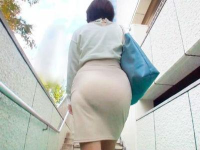 『私のお尻で興奮して♡』ピチピチのタイトスカート熟女がデカチンパコでイキまくっちゃう