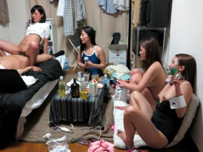 ワンルームのアパートに押しかけて来たAV女優たちとハーレム乱交 友田彩也香 さとう遥希 大槻ひびき 琥珀うた