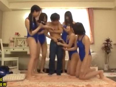「もう脱いじゃって!」水泳部アスリート女子大生たちと童貞クンが王様ゲームをした結果 松下美織 桜咲姫莉 橋下まこ