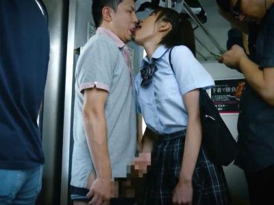 電車の中で可愛いjkが自分からおっさんにキスして勃起したチンポを手でシコシコする