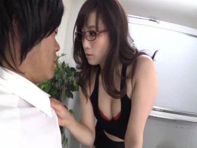 仕事の出来る淫乱秘書が社内のダメM男をドスケベ淫語と逆セクハラで痴女行為 川上ゆう