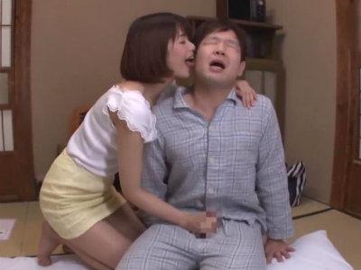 妻がすぐそこにいるのに小悪魔な妻の妹に誘惑されてもてあそばれてしまった 川上奈々美