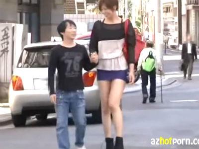 177cmの長身彼女とチビ男の彼氏!デートの途中に駐車場で痴女セックス 青山沙希