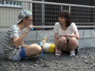 「気持ちいいでしょ?」少年を自宅に連れ込みエッチな事を教える変態人妻 篠田ゆう