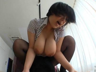 爆乳の女上司は男性部下を逆セクハラして性欲処理する淫乱なんです 塚田詩織