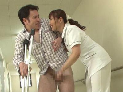 骨折して長期入院したら担当ナースがドSで調教されてすっかりM男になってしまった 小川桃果