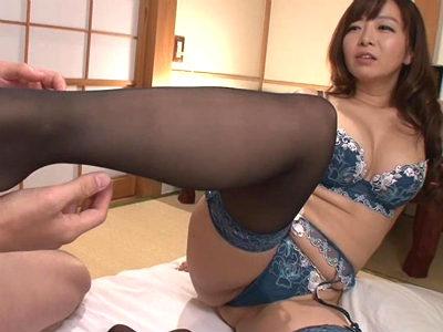 むっちり巨乳巨尻の痴女がセクシーランジェリーを着用して枕営業 KAORI