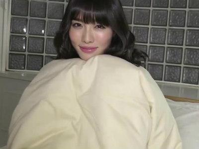 現役巨乳グラビアアイドルの赤いセクシーランジェリー着衣なイメージビデオ 今野杏南
