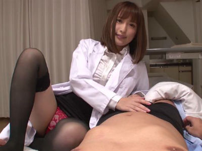 ボクのチンポを狙う淫乱な女医に逆夜這いされちゃいました 香椎りあ 水谷心音