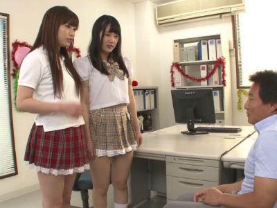 職員室でjk2人がM男教師をイジメて寸止めハーレム3P 宮崎あや 早川瑞希