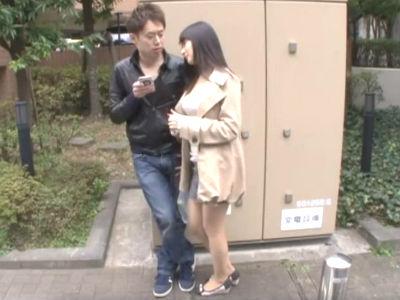 「私とイイことしたいって言ったらしたいわよね?」逆ナンパした行きずりの男を自宅に連れ込み即ハメするヤリマン人妻 葵千恵