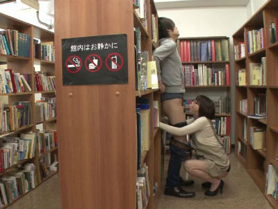 マジメだと思っていた図書館で働くお姉さんにパンチラ誘惑され人気のないところでフェラされた 辻本りょう