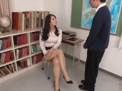 「私、全然優しくないわよ?それでもいいの?」個人授業をお願いしてきた生徒を痴女攻めする先生 二階堂ゆり