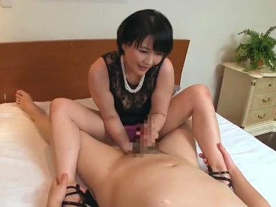 経験豊富なフェロモン熟女がねっとりM男を手コキ責め 二階堂ゆり 円城ひとみ