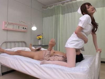 入院患者をフェラして顔面騎乗しちゃう可愛くて淫乱なナース 愛沢かりん