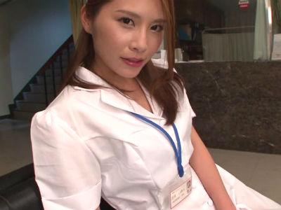 「ほらもっと見せて」夜中の病院で患者と相互オナニーをしたりエロい事しまくる美人ナース 花咲いあん