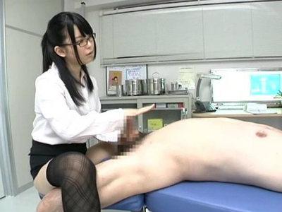 エッチな眼鏡の女医がM男な患者を淫語と手コキで射精させちゃう あおば結衣
