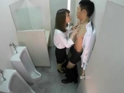 ストレス発散のために会社の同僚を男子トイレで逆レイプするOL 北川ゆず