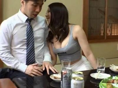 クラス会で久しぶりに会った同級生が胸チラミニスカで誘惑してきてトイレでセックス 枢木みかん