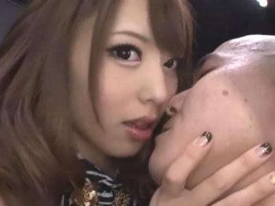 M男をたまらなくエロいベロチュー手コキをする美人お姉さん 桜井あゆ