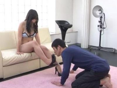 脚フェチカメラマンに対するイジワルな美脚お姉さんの容赦ない美脚足責め舐め奉仕 峰エリ