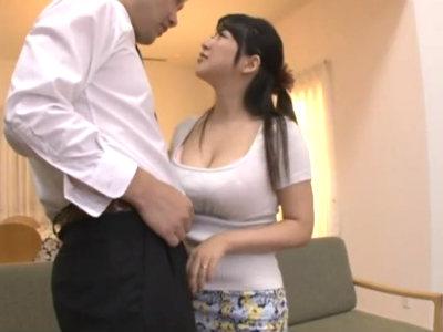 旦那の部下の若手社員を巨乳で誘惑して浮気しまくる欲求不満の人妻 優月まりな