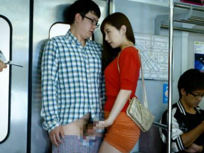 気弱そうでモテなさそうなM男を電車の中で逆痴漢する美人痴女 佐々木あき