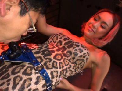 「イラマ好きだろ?絶対」美形ギャルにペニバンで陵辱されるM男 藤本紫媛