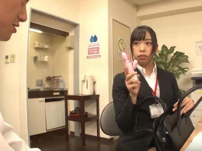 新入女子社員のデスクにバイブを置いて困ったリアクションを期待してたら説教されて痴女られてしまったボク