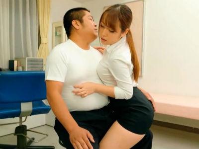 M男の敏感な乳首をじっくり執拗に弄くり回すタイトミニのエロいお姉さん 斉藤みゆ 笹宮えれな
