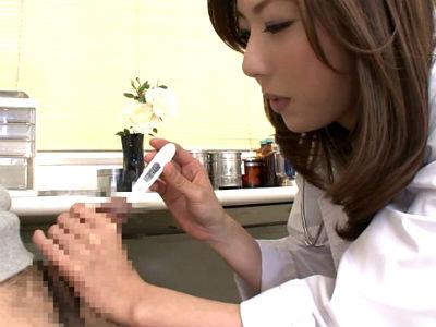 「お熱測りましょう…」と体温計を尿道に刺してその後もいろんな物をズブズブと尿道へ入れる女医 横山みれい