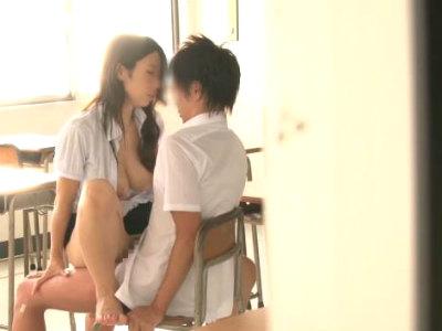 卒業した元生徒と教室で筆おろしセックスする巨乳教師 篠田あゆみ