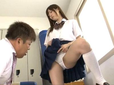 「なにそれ…最低…」美少女jkに軽蔑されながらも性欲を抑えられずパンチラを見せてもらう担任の変態教師 天使もえ