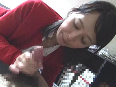 「舐めちゃっていい?」自分の息子よりも年下の童貞クンをエロフェラする熟女 安野由美