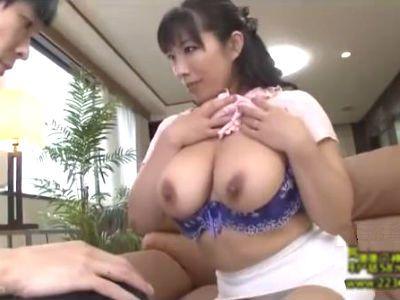 全然彼女の出来ない息子に性教育として自分のおっぱいで女の身体を教え始める爆乳ママ 三喜本のぞみ