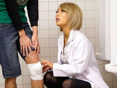「痛くないよな?気持ちいいよな」関西弁のギャルな保健医が学校のトイレでショタ少年にワイセツ行為 AIKA