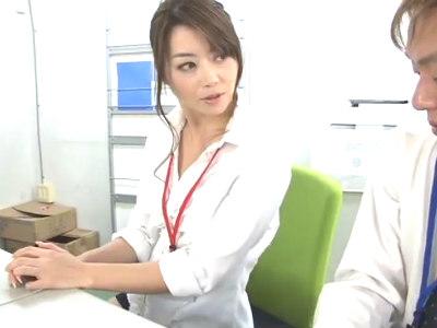 熟女OLが若い新入社員を誘惑してエロテクで男の潮吹きさせちゃう 北条麻妃