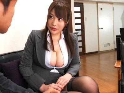 媚薬ローションの営業にきたJカップOLが奥さんに内緒でヌルヌルドスケベ実演販売 益坂美亜